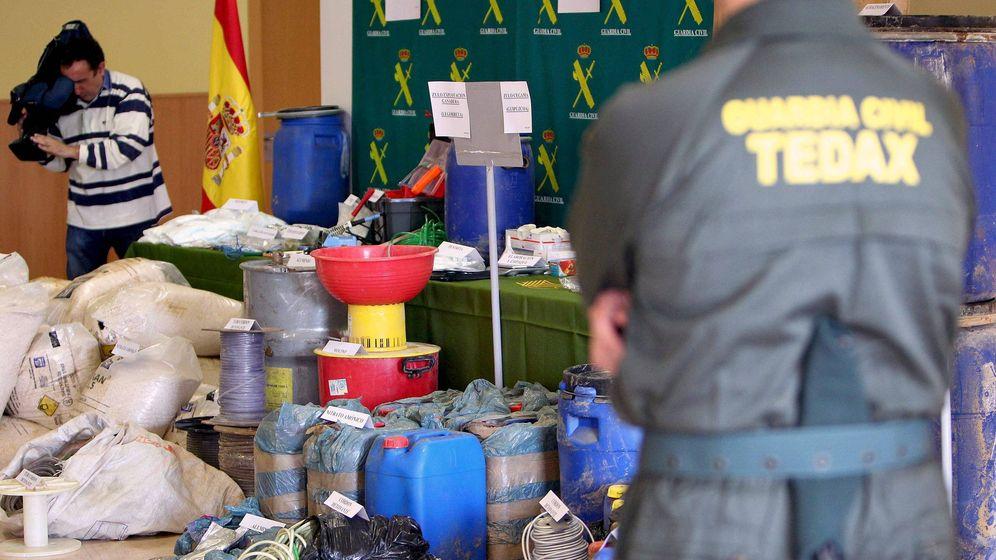 Foto: Material incautado a ETA por la Guardia Civil, en el cuartel de Intxaurrondo. (EFE)