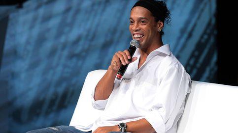 Ronaldinho celebra el día de los enamorados muy bien acompañado