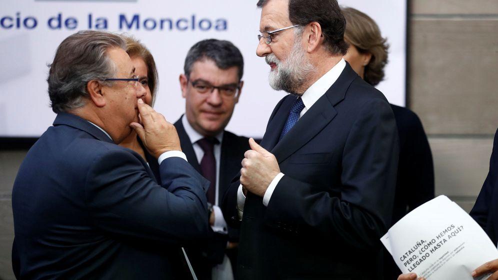 Foto: Rajoy con Juan Ignacio Zoido en la Moncloa. (Reuters)