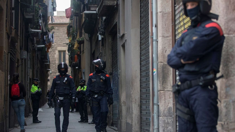 Los Mossos registran dos narcopisos en Barcelona