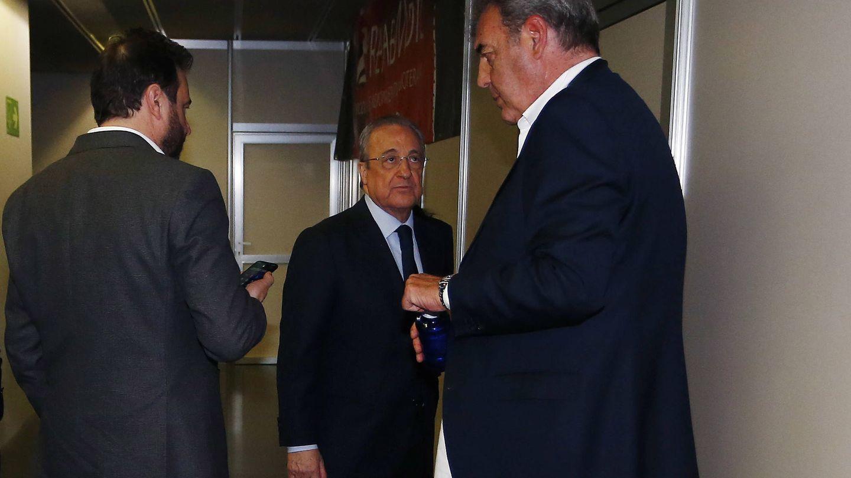 José Ángel Sánchez, Florentino Pérez y Juan Carlos Sánchez, tras la final de Copa. (ACB Photo)
