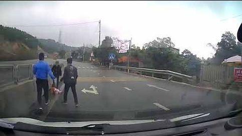 Polémica en Vietnam por el vídeo de un bebé gateando por la carretera