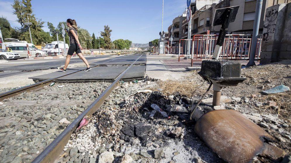 Foto: Aspecto de las vías de Murcia durante los cortes en el servicio. (EFE)