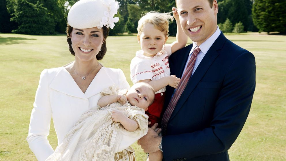 La prensa 'pasa' de la petición de Kate y Guillermo y publica fotos de sus hijos