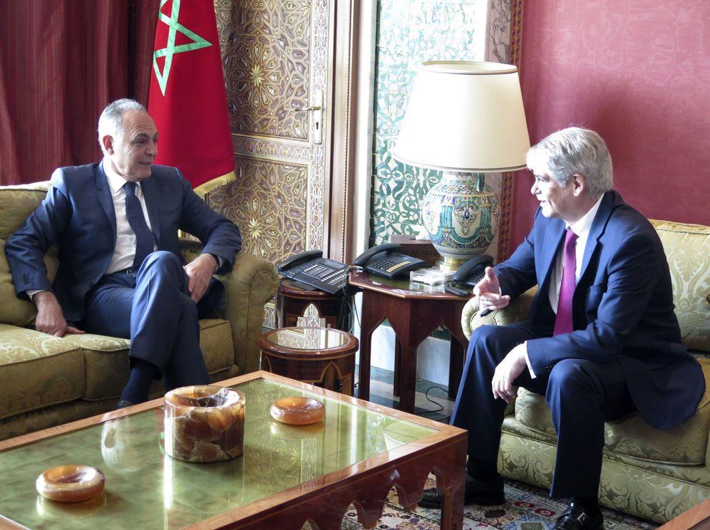 Foto: El ministro de Exteriores español, Alfonso Dastís, durante una reunión con el ministro marroquí Salahedín Mezuar, durante su visita oficial a Marruecos, el 13 de febrero de 2017. (EFE)