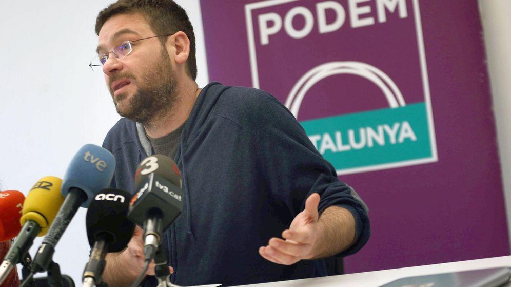 Foto: El secretario general de Podem, Albano Dante Fachin, durante una rueda de prensa. (EFE)