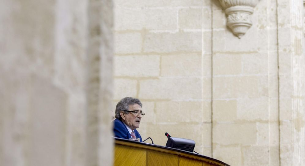 Foto: El diputado socialista Luis Pizarro en la sesión constitutiva del Parlamento andaluz en esta legislatura, el 16 de abril de 2015. (EFE)