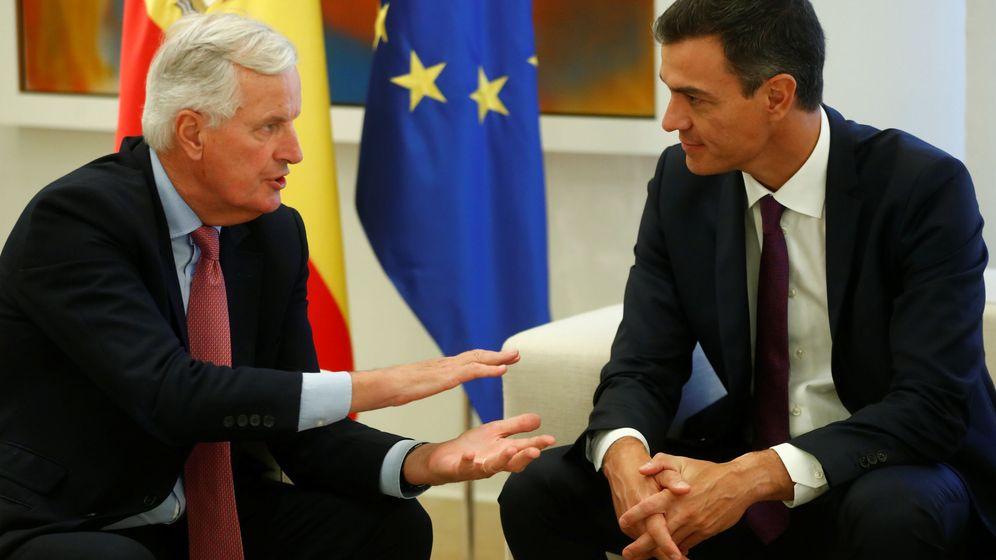 Foto: Sánchez, con el negociador de la UE para el Brexit, Michel Barnier. (Reuters)
