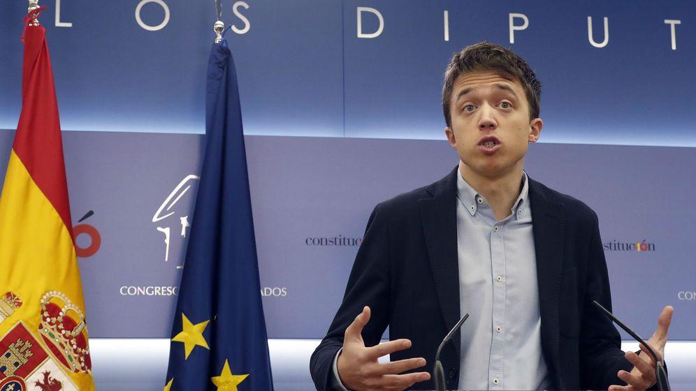 Foto: El exdiputado Íñigo Errejón, durante la rueda de prensa en que anunció que abandona el escaño para dedicarse a la campaña electoral de Más Madrid. (EFE)