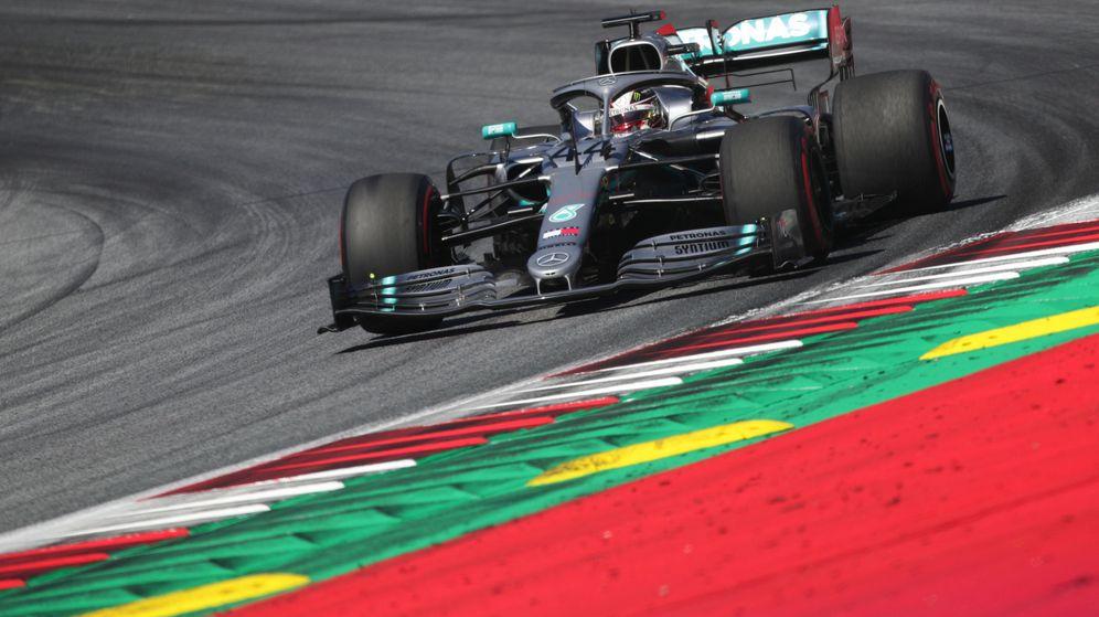 Foto: Lewis Hamilton en acción al volante del Mercedes. (Reuters)