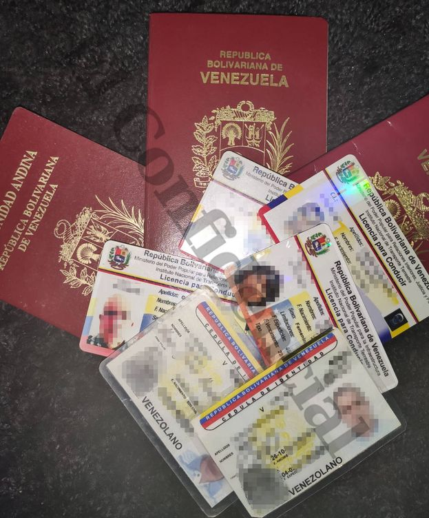 Foto: Algunos de los documentos intervenidos. (EC)
