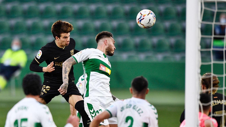 El Barça especula con el resultado en Elche y sobrevive a la baja de Leo Messi (0-2)