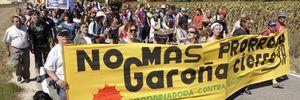 Más de 500 ecologistas de Burgos, La Rioja y País Vasco marchan contra Garoña