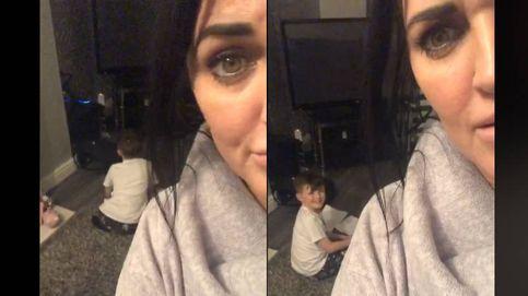 Una madre pilla a su hijo de 9 años haciendo los deberes del cole con Alexa