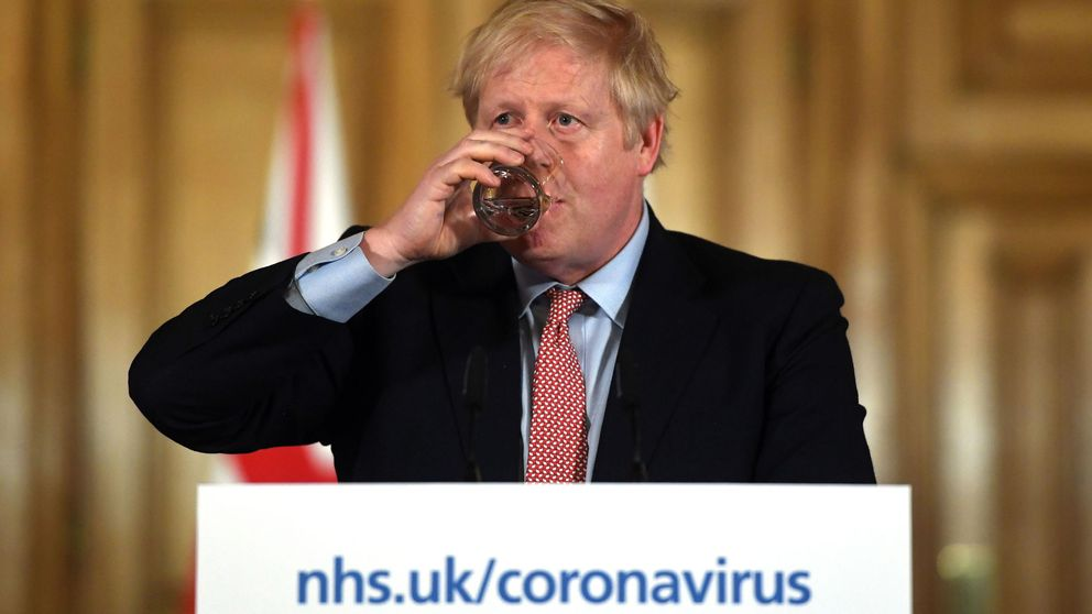 Keep calm and carry on: ¿Por qué está tan tranquilo Boris Johnson con el coronavirus?