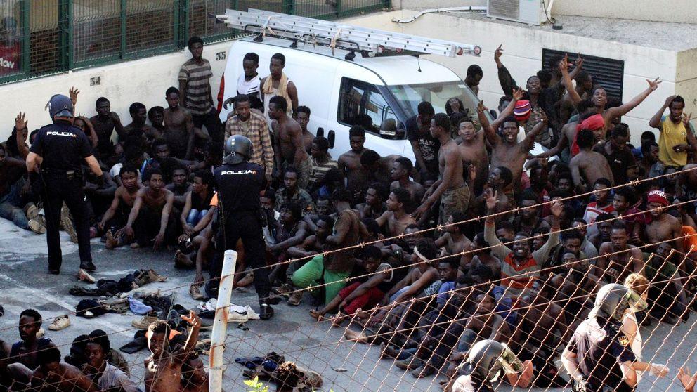22 guardias civiles heridos, algunos por cal viva, tras el salto a la valla de Ceuta