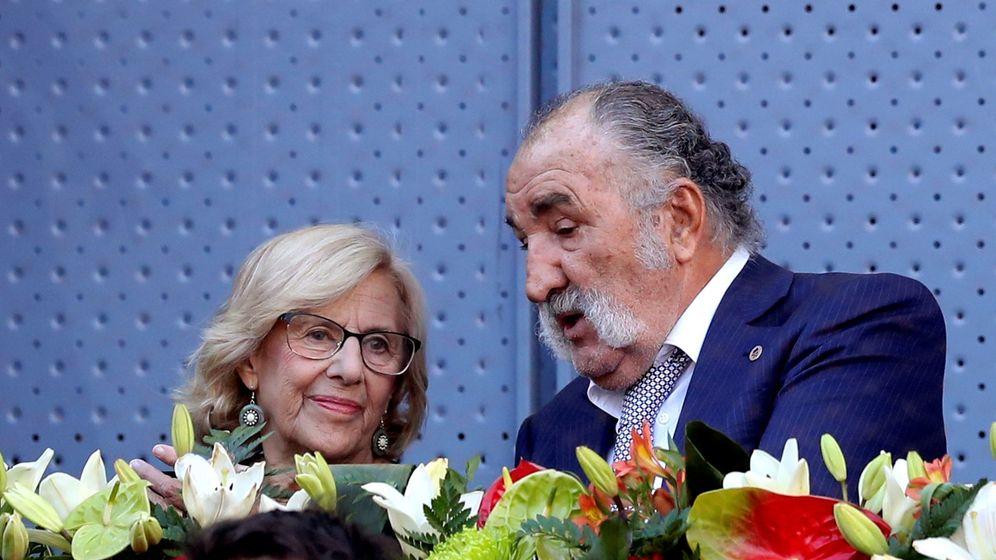 Foto: Manuela Carmena e Ion Tiriac. (EFE)