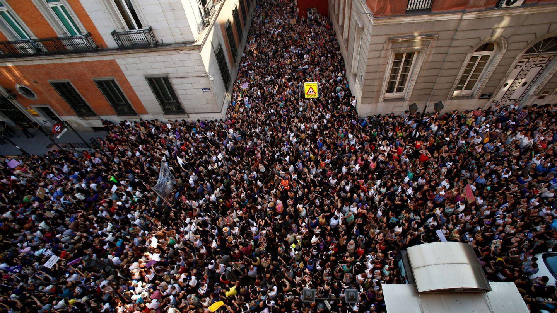 Manifestación frente a la sede del Ministerio de Justicia en Madrid. (EFE)