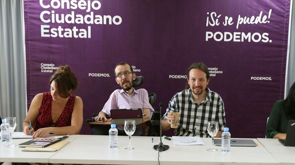 Foto: El secretario general de Podemos, Pablo Iglesias (d), junto al secretario de organización del partido, Pablo Echenique (c), y la Secretaria de Participación Ciudadana Estatal, Noelia Vera, en la reunión de la dirección. (EFE)