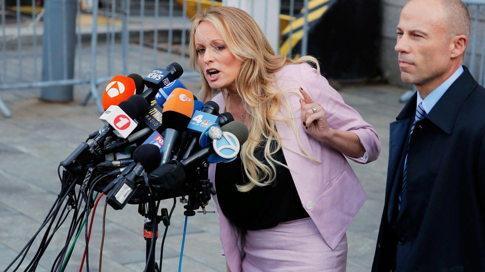 Actrices Porno Catalanas detienen a la ex actriz porno stormy daniels, supuesta