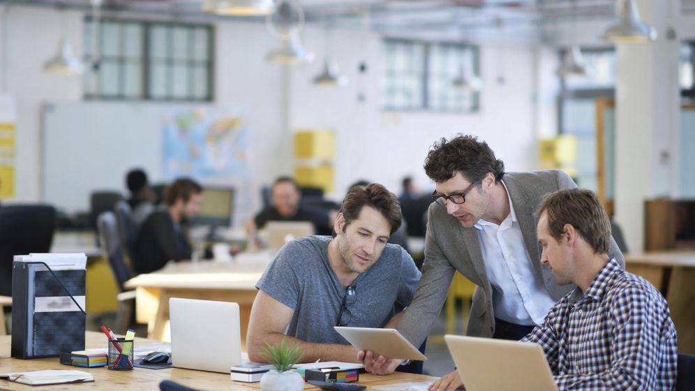 Foto: Empresarios debaten sobre proyectos en una imagen de archivo.