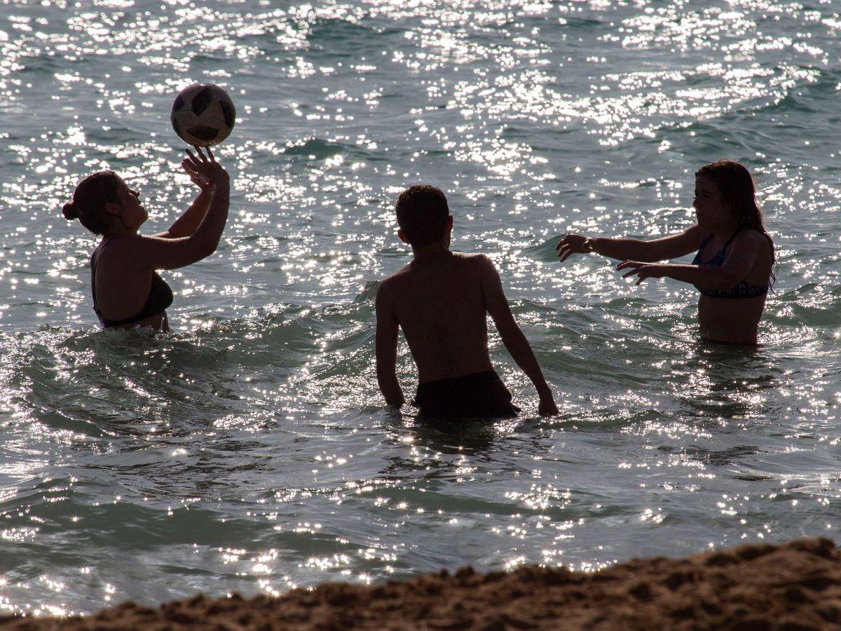 Foto: Jóvenes en Mallorca. (EFE)