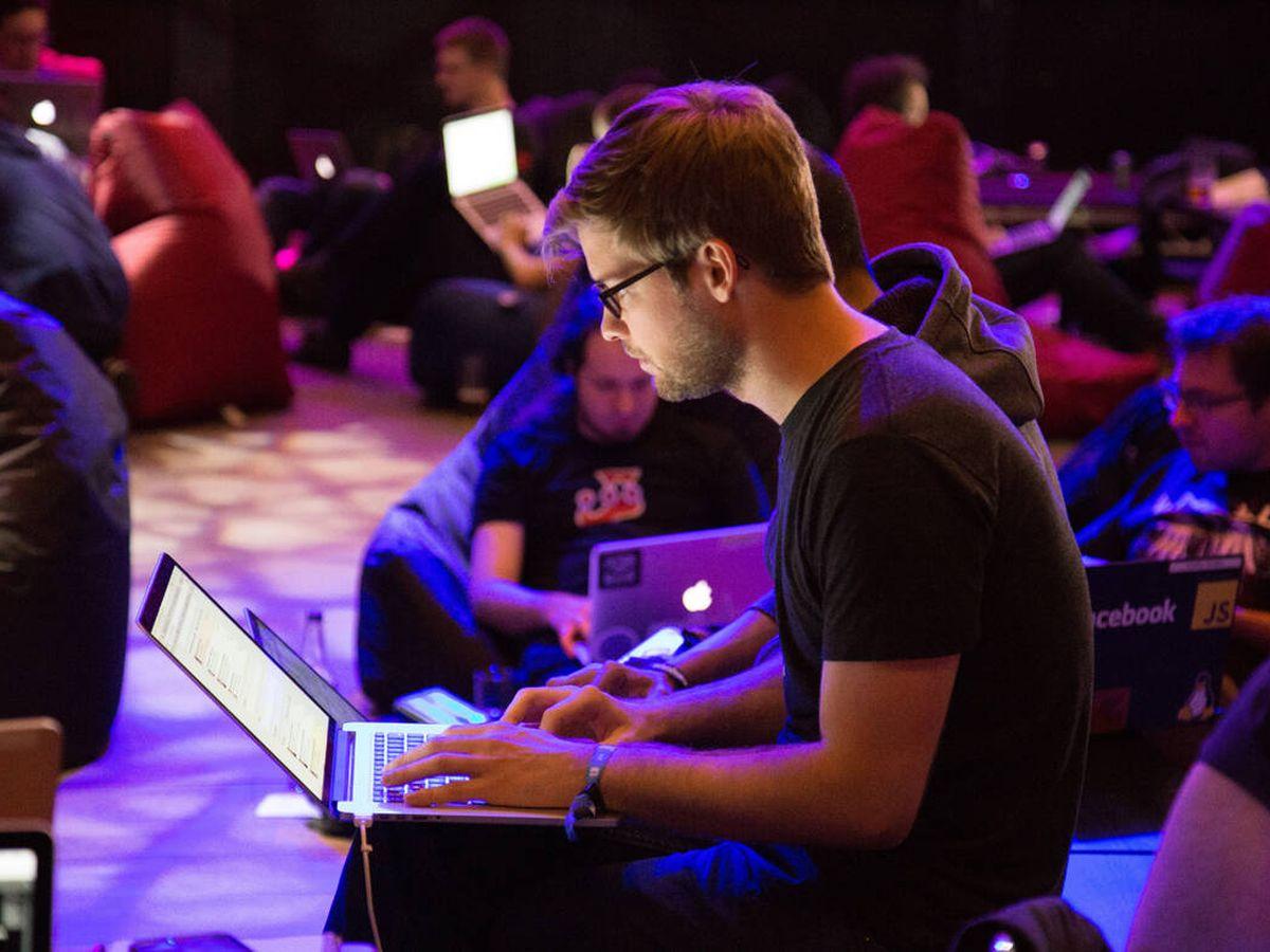 Foto: Celebra del Día del programador con un buen regalo (Alex Kotliarskyi para Unsplash)