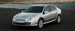 Foto: 4 ruedas directrices para el Renault Laguna