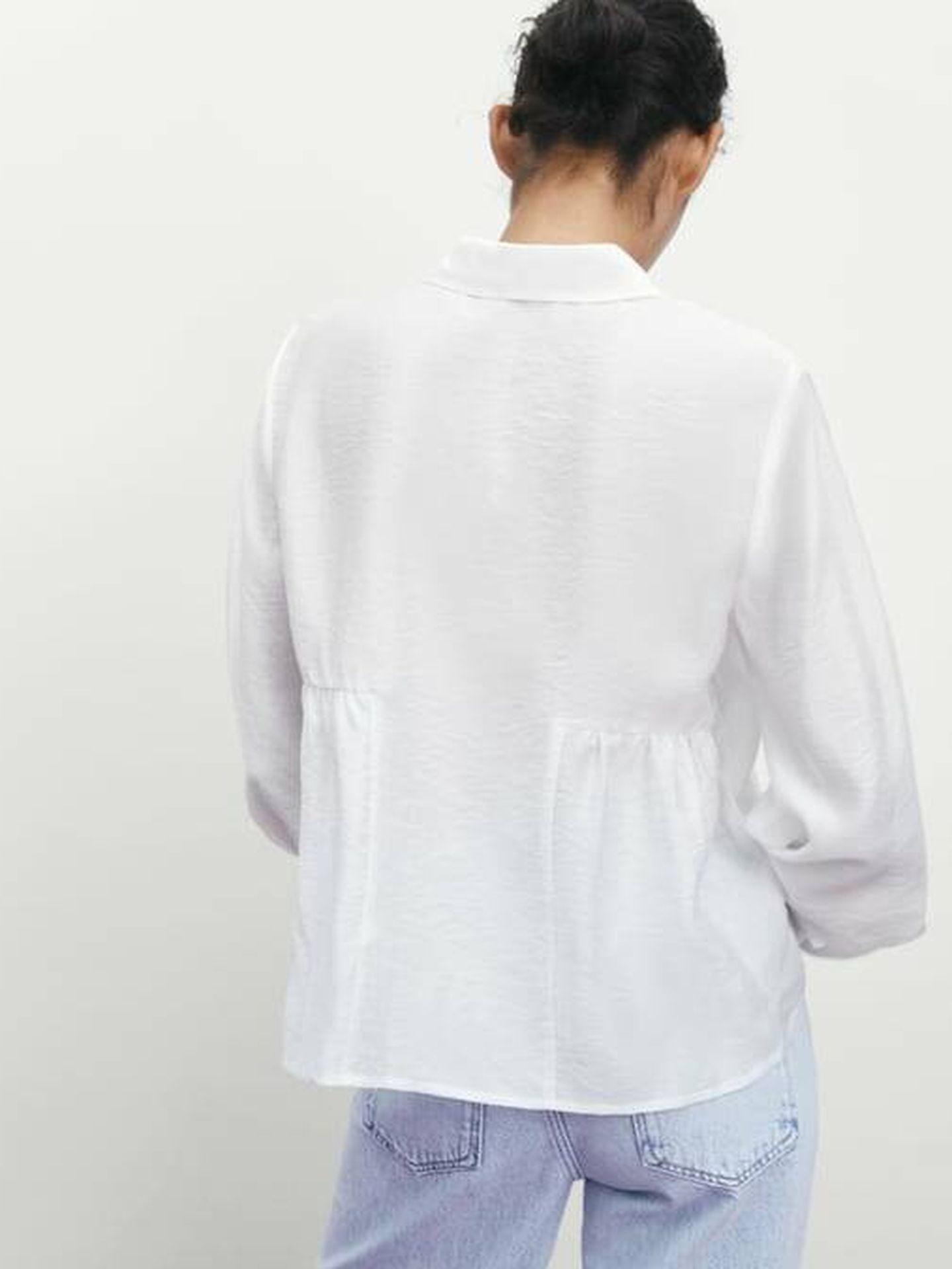 Camisa blanca de Zara para todos los días. (Cortesía)