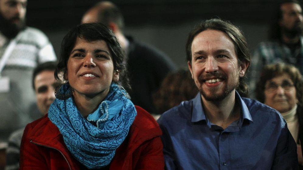 Foto: Pablo Iglesias con la candidata de Podemos a presidir la Junta, Teresa Rodríguez. (Reuters)