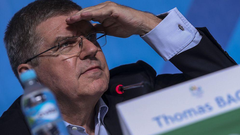 Foto: Thomas Bach en rueda de prensa. Foto: Antonio Lacerda (EFE)