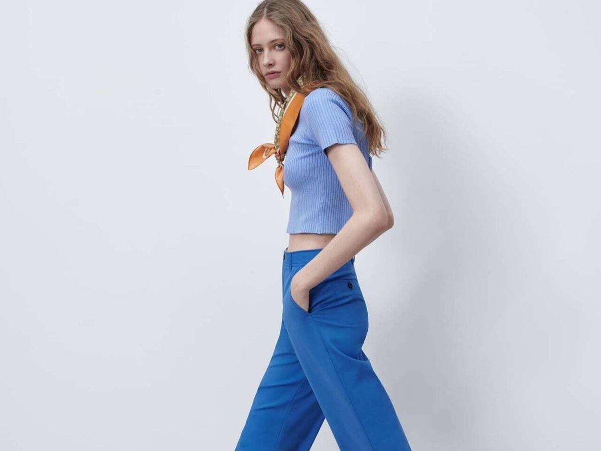 Foto: Uno de los looks con el nuevo pantalón de Zara. (Cortesía)