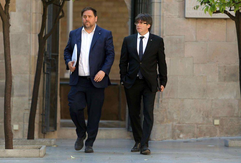 Foto: ¿El próximo presidente de la Generalitat acompañando a Carles Puigdemont? (EFE)