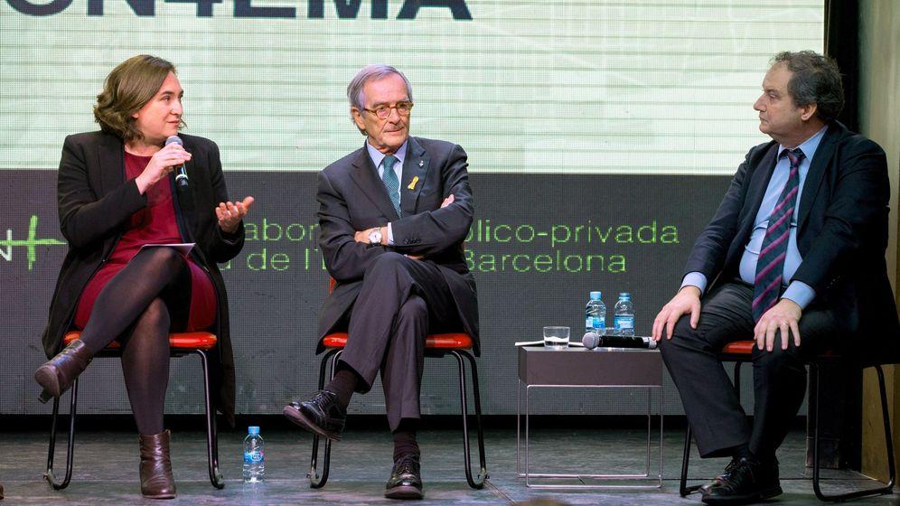 Foto: Jordi Hereu, a la derecha, junto a Ada Colau y Xavier Trias. EFE