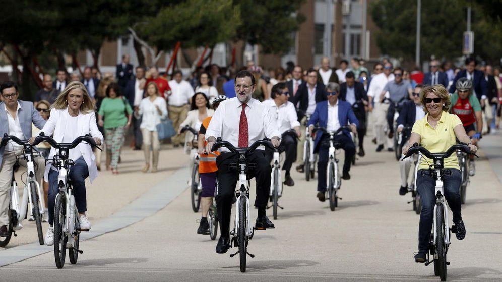 Foto: Rajoy, Cifuentes y Aguirre dieron un paseo en bicicleta el pasado día 13 de mayo (EFE)