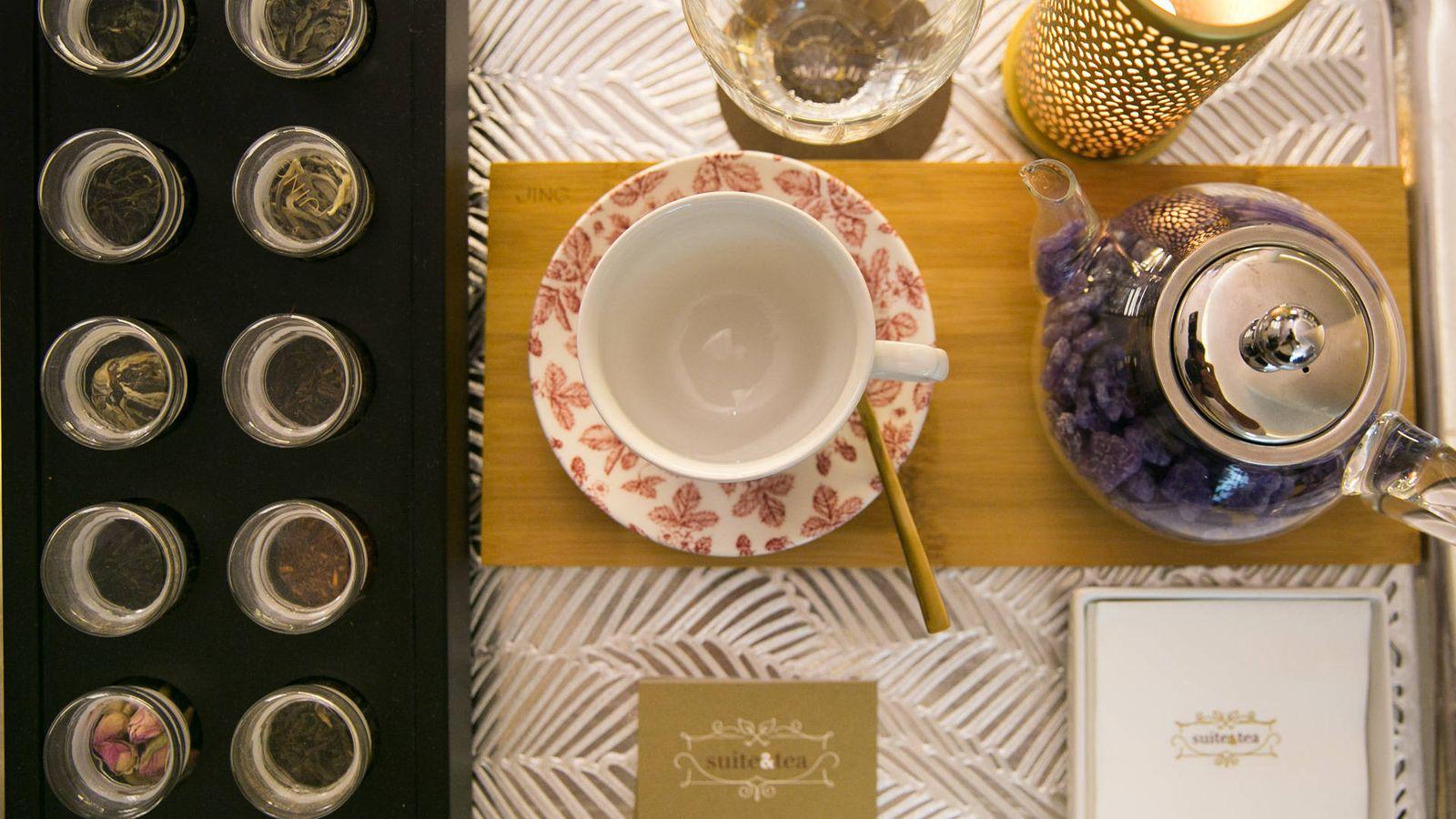 Foto: Té chino, sándwiches british y pastelería francesa en Suite Tea.