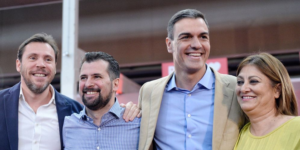 Foto: Pedro Sánchez, con Óscar Puente (i), Luis Tudanca (2i) y la líder provincial vallisoletana, Teresa López, este 9 de marzo en la capital castellanoleonesa. (EFE)