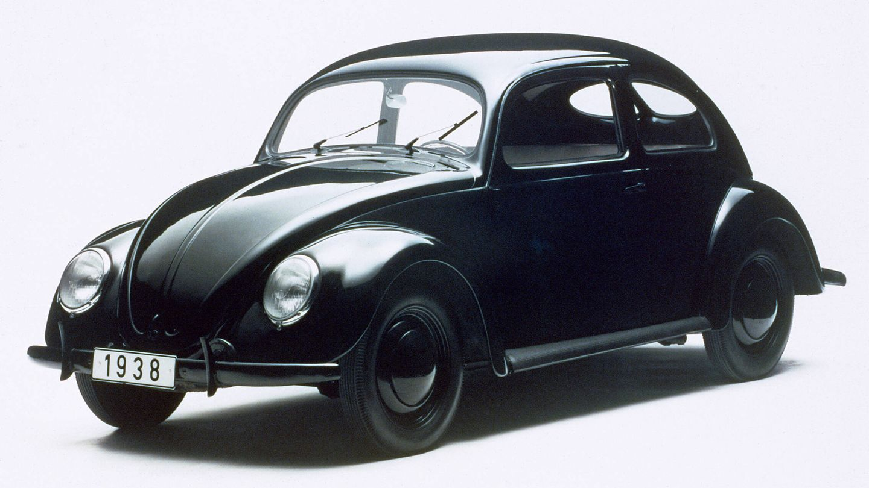 El origen del primer Volkswagen 'Escarabajo' fue una iniciativa de Adolf Hitler para dotar de un coche asequible a cualquier familia alemana.