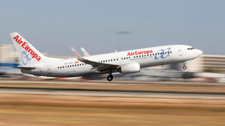 Air Europa reduce sueldos, comidas y uniformes a los pilotos para sobrevivir