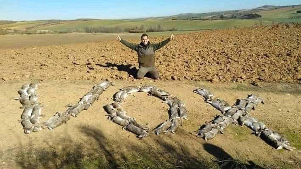Un cazador apoya a VOX formando su nombre con 60 liebres muertas