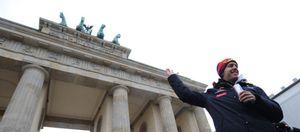Vettel da una vuelta de honor en el centro de Berlín ante miles de seguidores