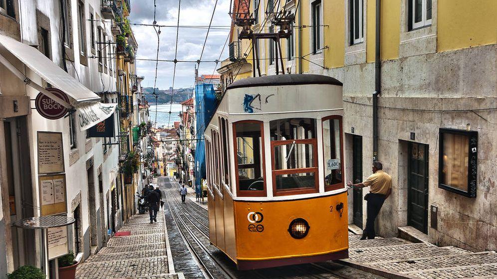 Foto: Uno de los míticos tranvías de Lisboa, en Portugal. (CC/Flickr/Ann Wuyts)