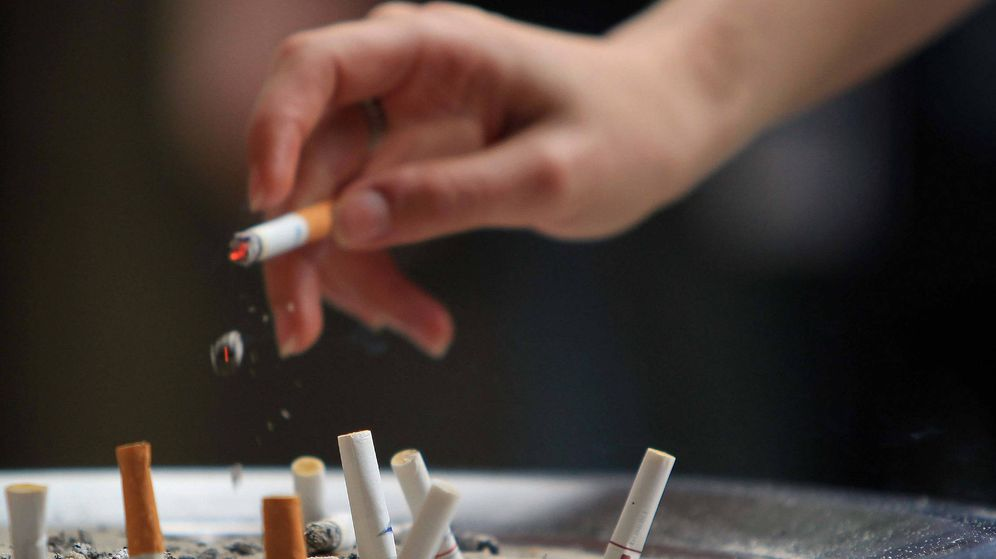 Foto: Los trabajadores de KCJ que dejen de fumar tendrán 4 días más de vacaciones al año (EFE/ Marcelo Sayão)