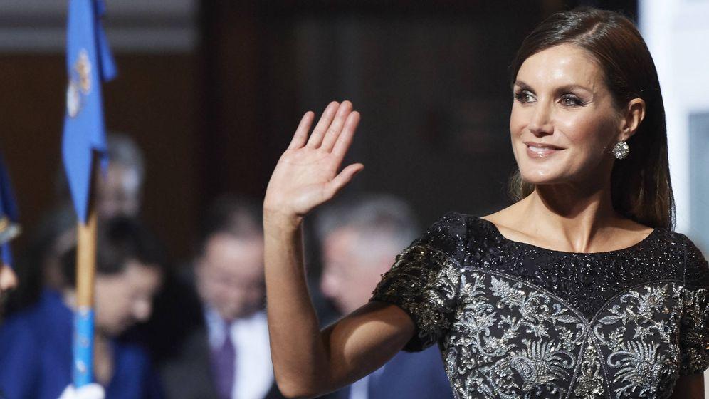 Foto: La Reina a su llegada al teatro Campoamor. (Getty)