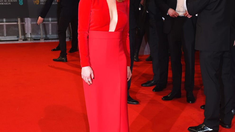 Julianne Moore y Reese Witherspoon rivalizan en escote en los Premios Bafta