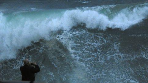 Fuerte viento y oleaje en el norte: olas de 10 metros, árboles caídos y carreteras cortadas