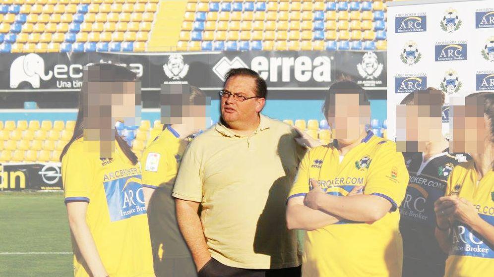Foto: Raúl Cano, durante la presentación de su patrocinio al equipo de fútbol femenino de Alcorcón. Foto: AD Alcorcón.