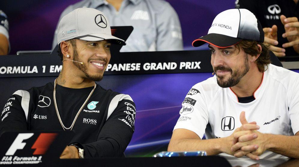 Foto: Hamilton y Alonso, rivales en 2016 y ¿compañeros en 2017? (Diego Azubel/EFE)