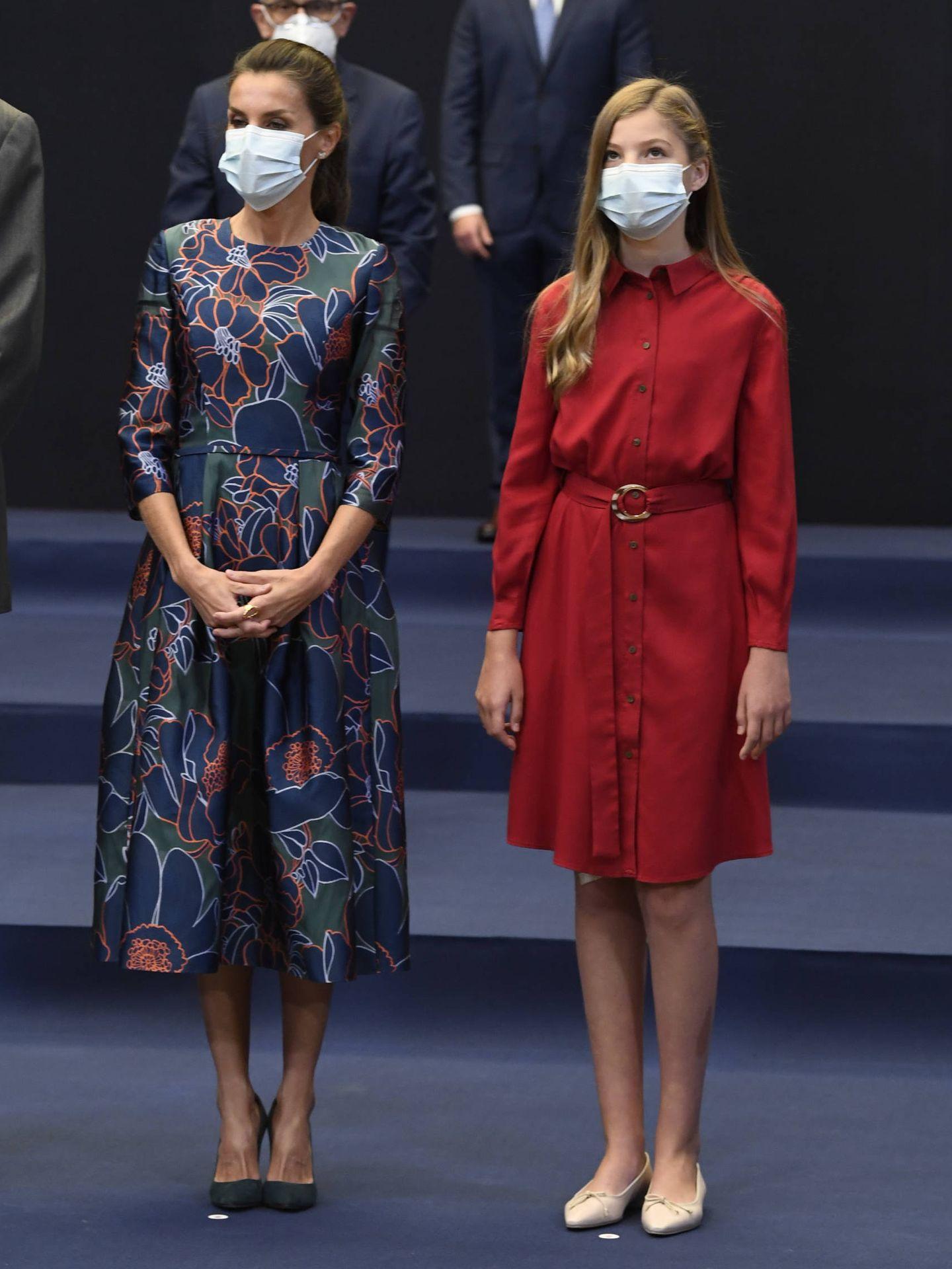 La reina Letizia y la infanta Sofía, en los Premios Princesa de Asturias 2020. (Limited Pictures)