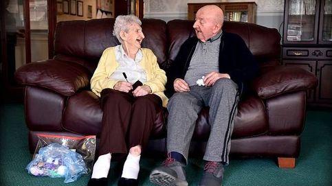 Una mujer de 98 se muda con su hijo de 80 para cuidarlo